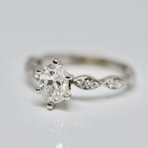1.03 Carat 18k White Gold Oval Engagement Ring
